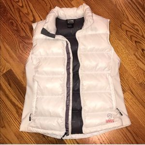 BARELY WORN* White North Face Puffy Vest